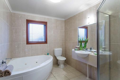 克罗尼尔乡村贝斯特韦斯特汽车旅馆 - 瓦南布尔 - 浴室