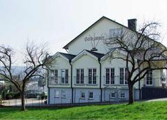 罗瑟莱红酒旅馆 - 贝恩卡斯特尔-屈斯 - 建筑