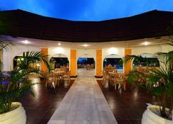 尼亚利国际海滩酒店及水疗中心 - 蒙巴萨 - 建筑