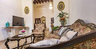 诺曼华丽小屋殖民风酒店 - 哈瓦那 - 客厅