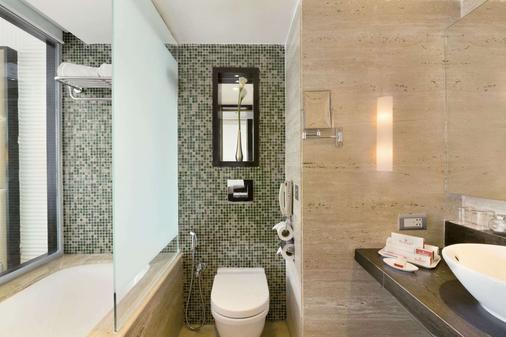 新孟买华美达酒店 - 纳威孟买 - 浴室