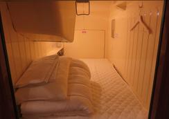 橡树胶囊旅馆 - 东京 - 睡房