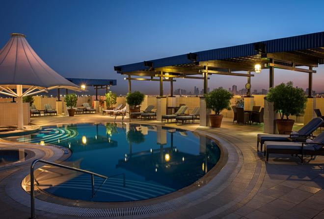 迪拜德伊勒喜来登酒店 - 迪拜 - 游泳池