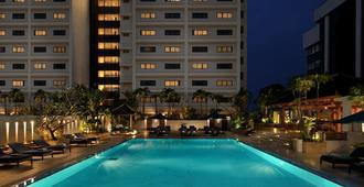 门腾大使酒店 - 雅加达 - 游泳池