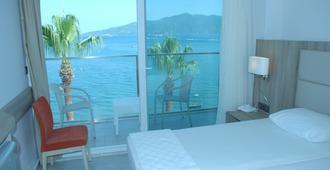 贝格维尔海滩酒店 - 仅限成人 - 马尔马里斯 - 睡房