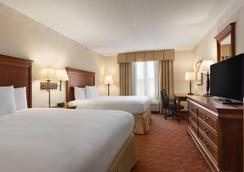 丽笙乡村套房酒店-弗吉尼亚州伍德布里奇波托马克米尔斯 - 伍德布里奇 - 睡房