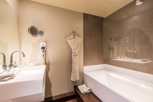 贝斯维斯特高级酒店 - 里尔 - 浴室