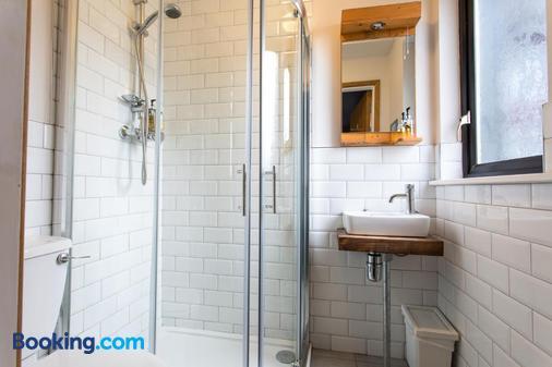 内斯特精品旅舍 - 戈尔韦 - 浴室