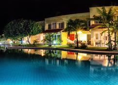 琵琶阿特兰提科酒店 - 皮帕 - 游泳池