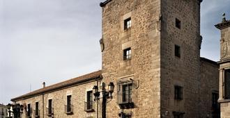 洛维拉达宫酒店 - 阿维拉 - 建筑
