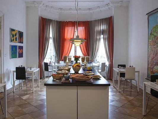 柏林祖豪泽酒店 - 柏林 - 自助餐