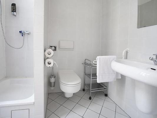柏林祖豪泽酒店 - 柏林 - 浴室