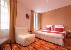 巴莫拉尔迪纳尔德酒店 - 迪纳尔 - 睡房