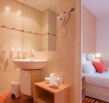 巴莫拉尔迪纳尔德酒店 - 迪纳尔 - 浴室