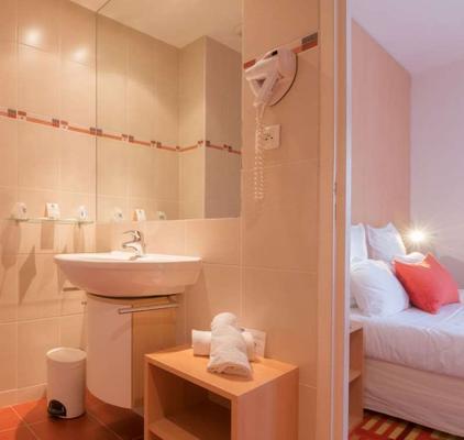 迪纳尔巴尔莫勒尔舒适酒店 - 迪纳尔 - 浴室