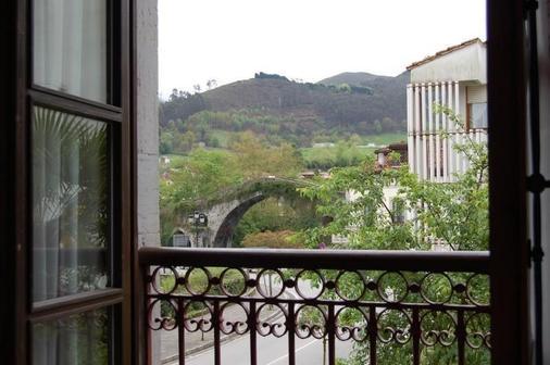 罗马桥酒店 - 坎加斯-德奥尼斯 - 阳台