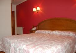 罗马桥酒店 - 坎加斯-德奥尼斯 - 睡房