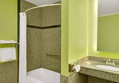 旧金山隆巴德戴斯酒店 - 旧金山 - 浴室