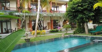 尼尤曼桑迪旅馆 - 乌布 - 游泳池