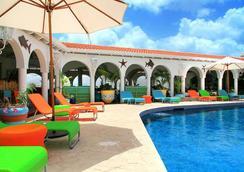 肉桂山度假酒店 - St. George's - 游泳池