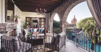 内华达山脉之家 - 贝尔蒙德酒店 - 圣米格尔德阿连德 - 圣米格尔-德阿连德 - 阳台