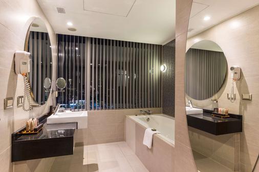 玛丽娜拉斯康德西佳精选酒店 - 圣地亚哥 - 浴室