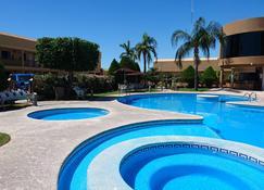 圣天使酒店 - 埃莫西约 - 游泳池