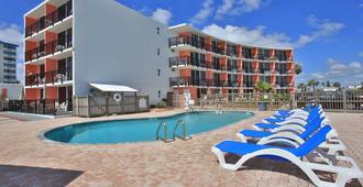 湾海滨汽车旅馆 - 代托纳海滩 - 游泳池