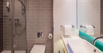 贝尔法斯特城市智选假日套房酒店 - 贝尔法斯特 - 浴室