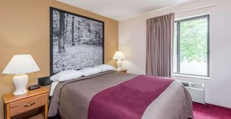 速8哥伦比亚克拉克洛讷酒店 - 哥伦比亚 - 睡房