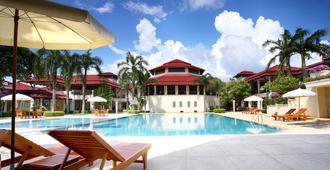 曼尼切安度假酒店 - 尖竹汶 - 游泳池