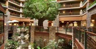 湖边别墅Spa度假酒店 - 布兰森 - 大厅