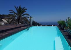 伊尔皮克罗贾迪诺gh高级酒店 - 陶尔米纳 - 游泳池