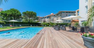 卡瑞扎贝斯特韦斯特普勒斯酒店 - 比亚里茨 - 游泳池