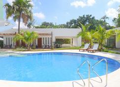 伊洛伊洛都市沙滩酒店 - 伊洛伊洛 - 游泳池
