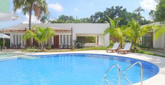 伊洛伊洛都市沙滩酒店 - 伊洛伊洛