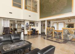 戈尔登戴斯酒店 - 戈尔登 - 大厅