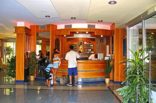 大使套房酒店 - 里瓦 - 柜台