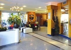 大使套房酒店 - 里瓦 - 大厅
