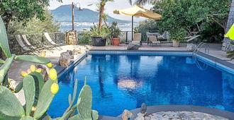 维拉凯蒂度假村 - 维克艾库塞 - 游泳池