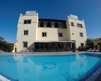 里亚德扎赫拉酒店 - 索维拉 - 建筑