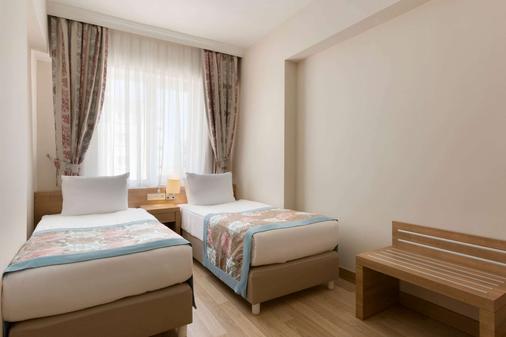 拉勒华美达酒店 - 安塔利亚 - 睡房
