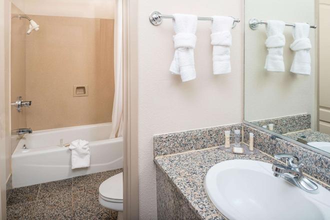 旧金山海港区豪生酒店 - 旧金山 - 浴室