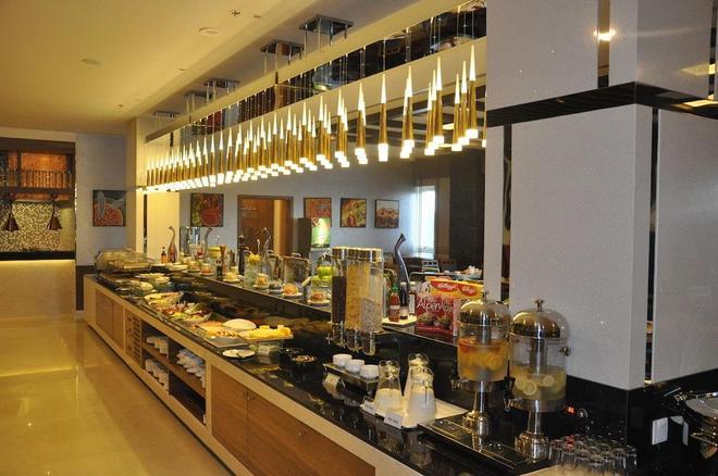 财富公园酒店 - 迪拜 - 自助餐