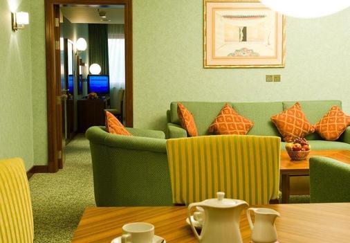 城市四季哈姆拉酒店 - 阿布扎比 - 客厅