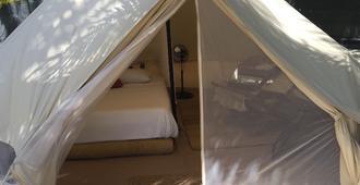 棕榈海滩图伦豪华露营酒店 - 图卢姆 - 睡房