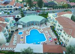 贝尔西汗豪华酒店 - 费特希耶 - 游泳池