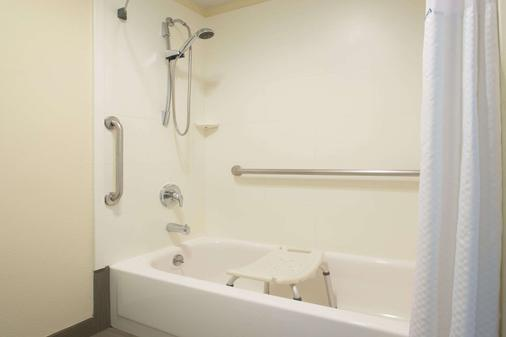 亚基马戴斯酒店 - 亚基马 - 浴室