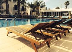 迪莱克公寓酒店式酒店 - 居姆贝特 - 游泳池