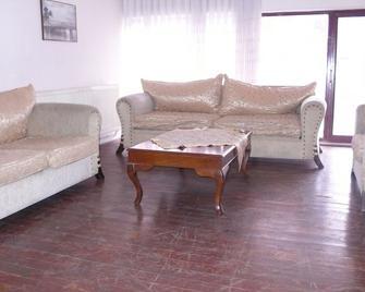 特拉布宗星星旅馆 - 特拉布宗 - 客厅